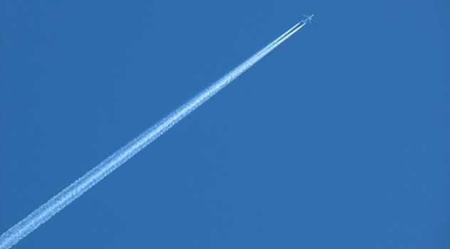 Scie degli aeroplani più pericolose della CO2 per il global warming