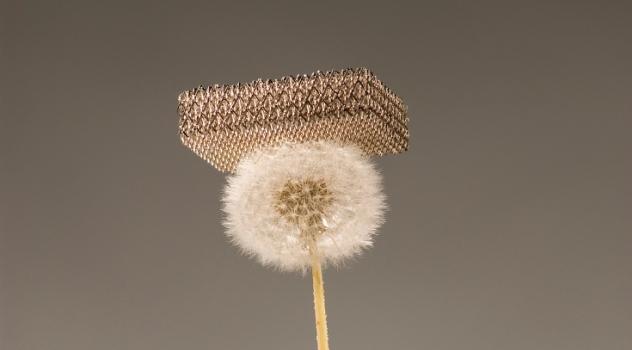 Metallic Microlattice, ecco il materiale più leggero al mondo